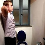 Tiểu buốt sau quan hệ ở nam giới là dấu hiệu của bệnh gì?